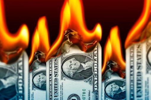 Известный экономист предупрждает о неизбежном крахе доллара, и это минута славы для биткоина