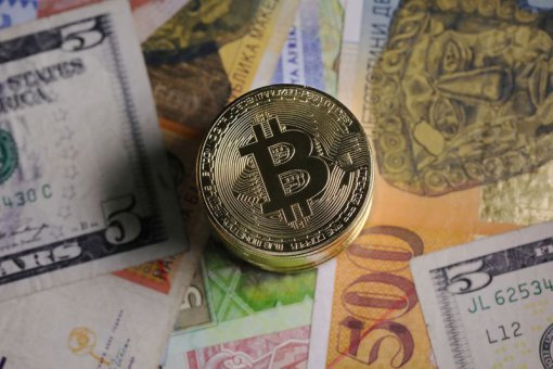 Почему экономист Стив Ханке не считает биткоин полноценной валютой?