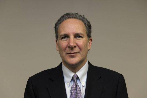 Питер Шифф назвал недавний рост биткоина финансовой пирамидой, специально созданной китами