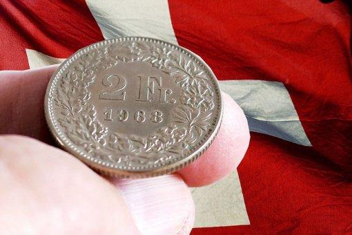 В Швейцарии криптобанк выпустил первый цифровой франк