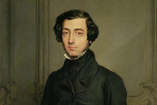 Алексис де Токвиль писал о децентрализации в 1800-х годах.