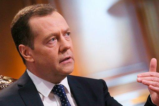 Медведев призвал не «запирать» блокчейн-индустрию жестким законодательным регулированием