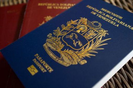 Власти Венесуэлы на пару часов разрешили оплачивать получение паспорта биткоинами