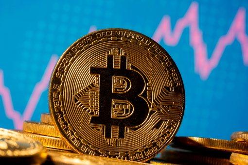 Цена BTC падает ниже 62 000 долларов США в день запуска VanEck Bitcoin ETF